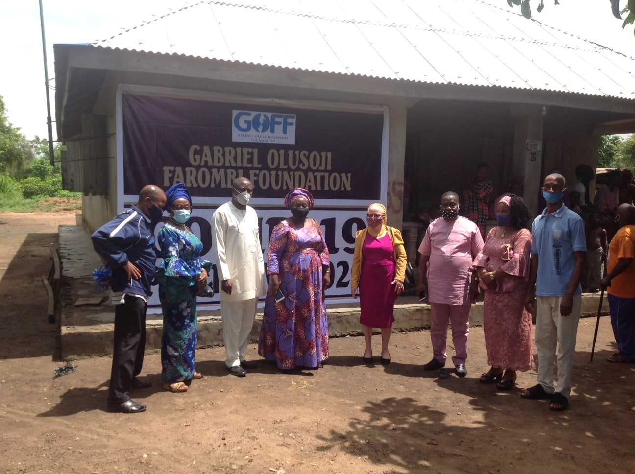 Farombi Foundation Gives Relief Packages To Kajola Community (Photos)