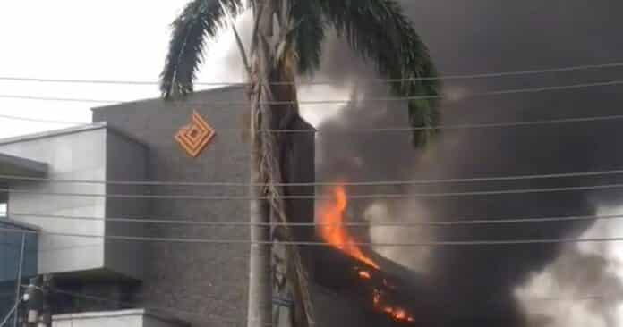 BREAKING: Access Bank In Lagos On Fire